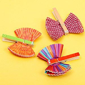 Κατασκευή για παιδιά Μανταλάκι-Πεταλούδα για τα χαρτιά σας, έτοιμη σε 2 λεπτά